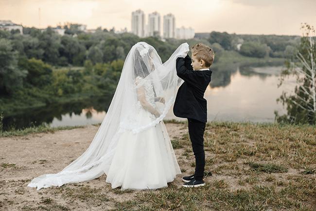 kids-pretend-wedding