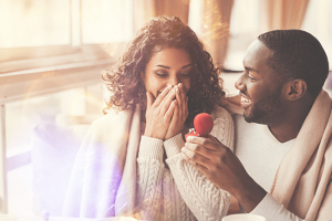 man-proposing-to-girlfriend