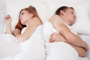 couple-in-bed-facing-opposite-directions
