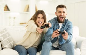 couple-on-couch-playing-love-game