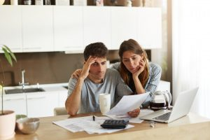 couple-struggling-with-financial-problems